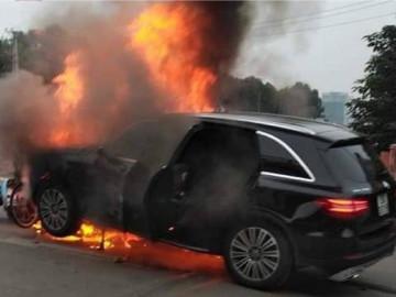 Bảo hiểm bồi thường vụ xe Mercedes đâm liên hoàn